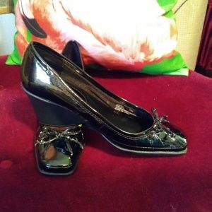 Life Stride Patent Wedge Pumps Size 6
